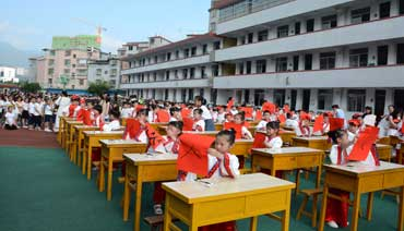 城南中心小学新生接受传统文化教育