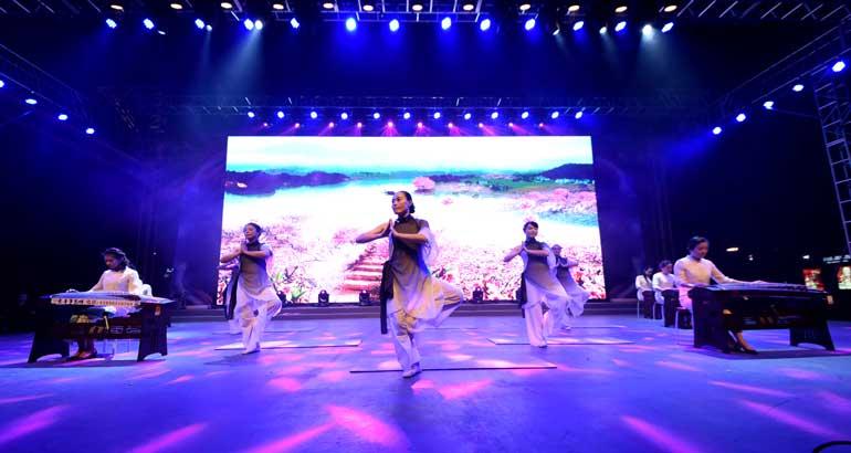 蕉城区好舞台欢庆十九大舞蹈专场暨蕉城区网络文化节晚会举行
