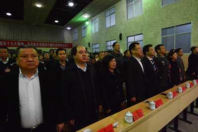 会议在雄壮的国歌声中胜利闭幕