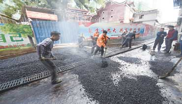 """东湖市场""""白改黑""""工程开始铺设沥青"""
