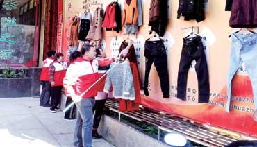 区红十字会:博爱墙 衣+衣=爱