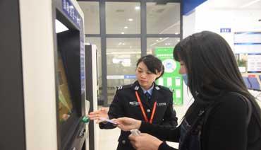 市行政服务中心新增设出入境自助办证区