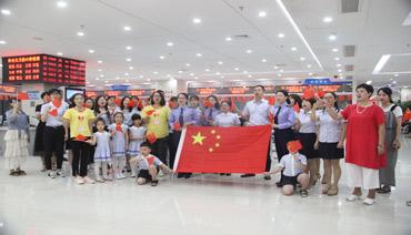 區行政服務中心:激情快閃 獻禮祖國