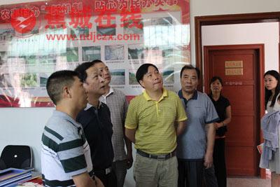市人大调研虎贝乡文峰村代表工作站建设情况
